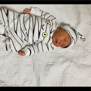 2 Halloween baby 0-3 m outfits